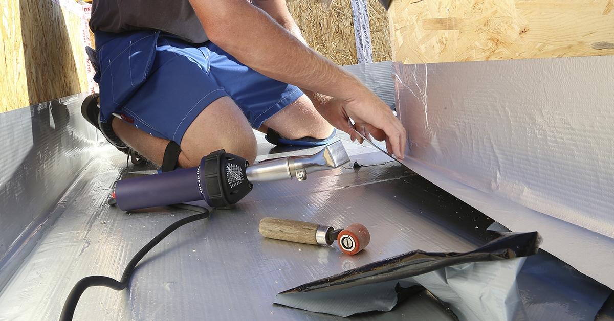 Impermeabilizar tejado con soldador aire caliente